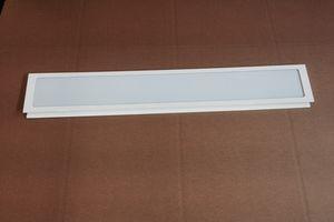 Paneele-Rückwand mit Ausschnitt, Acrylglaseinsatz